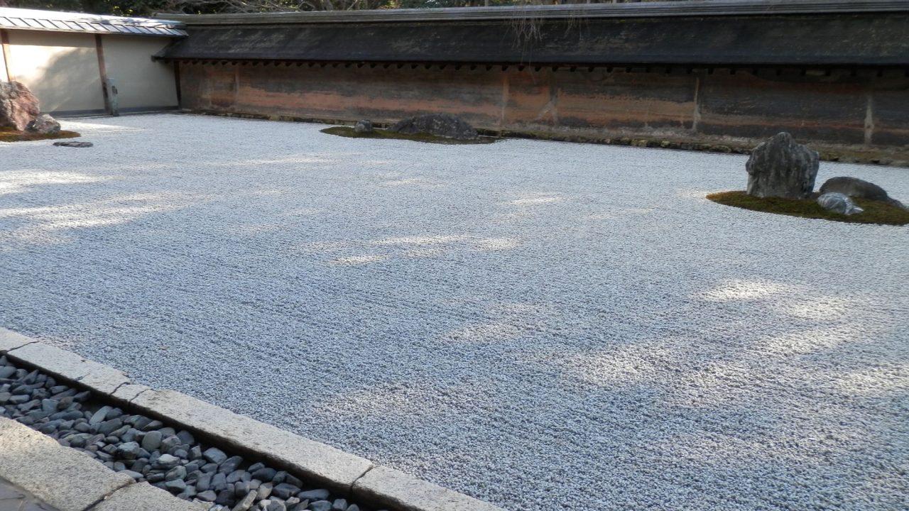 京都龍安寺の枯山水
