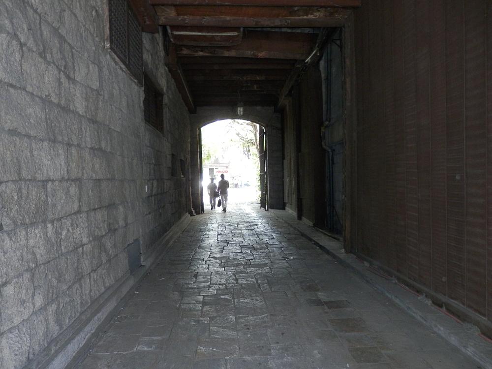 マニラ ILUSTRADO前のトンネル