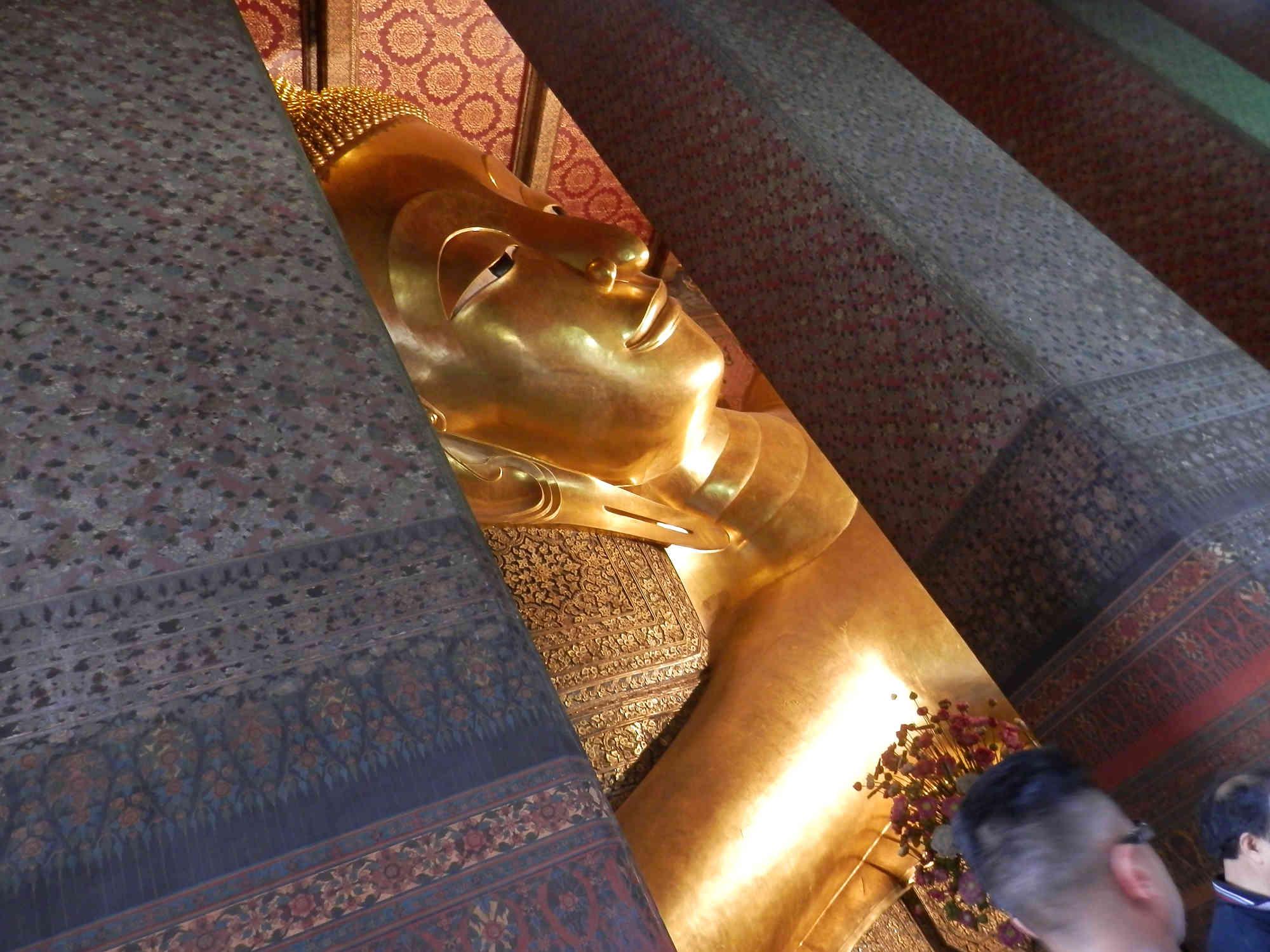 涅槃仏 頭からの写真