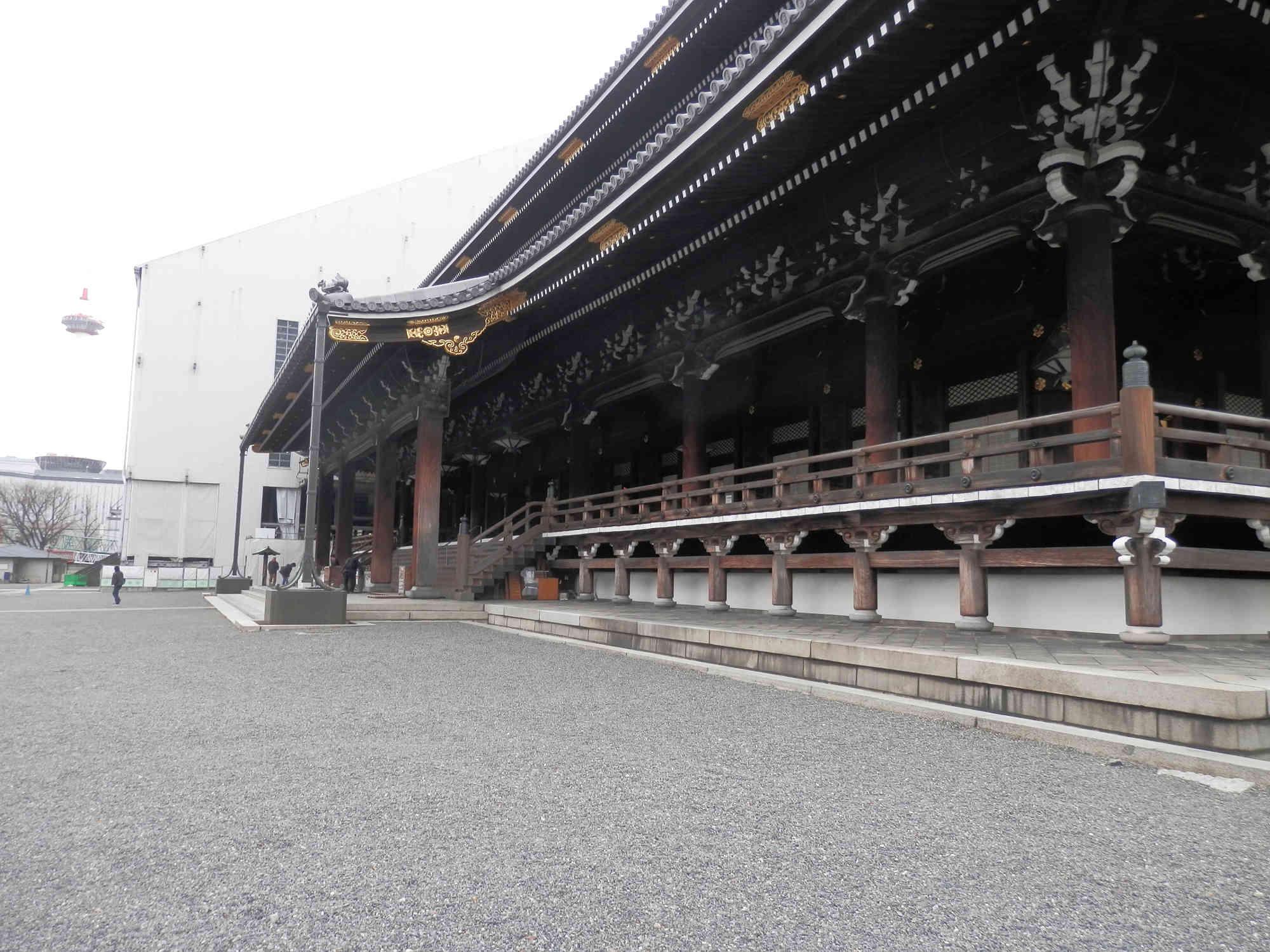 東本願寺 横から