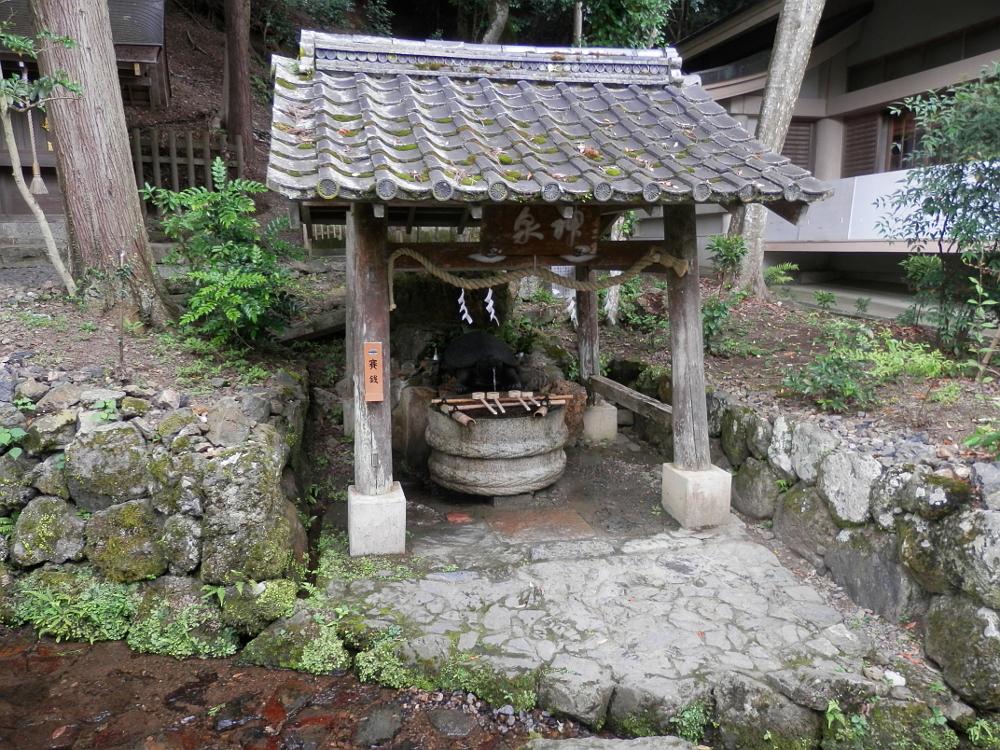神泉・亀の井