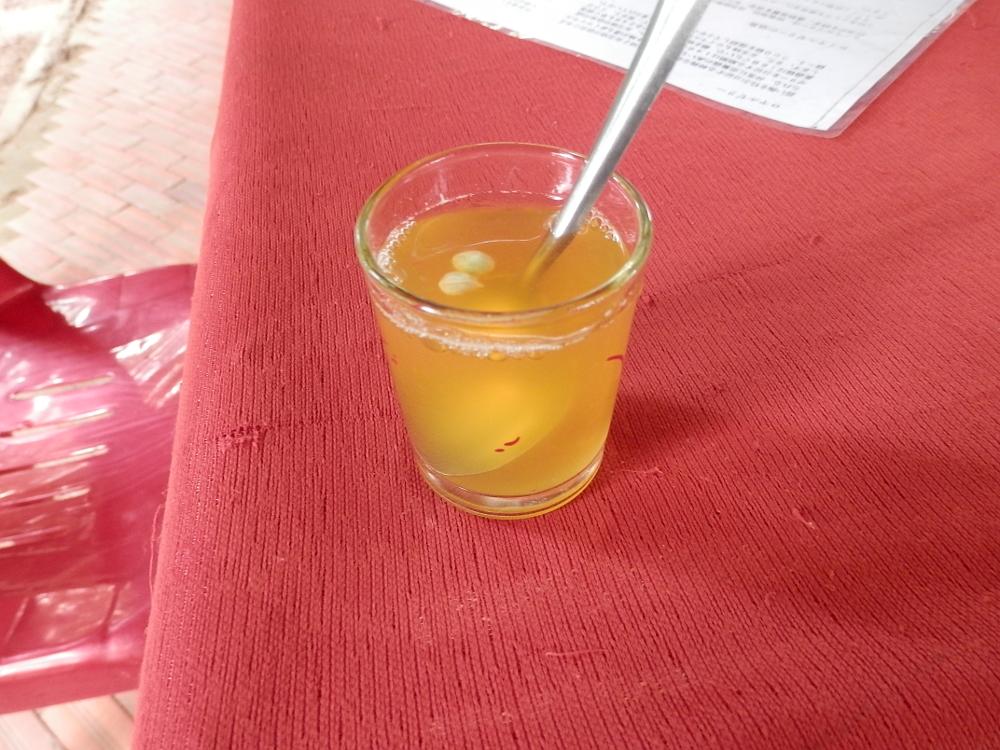 ベトナムメコン川クルーズ蜂蜜金柑ジュース