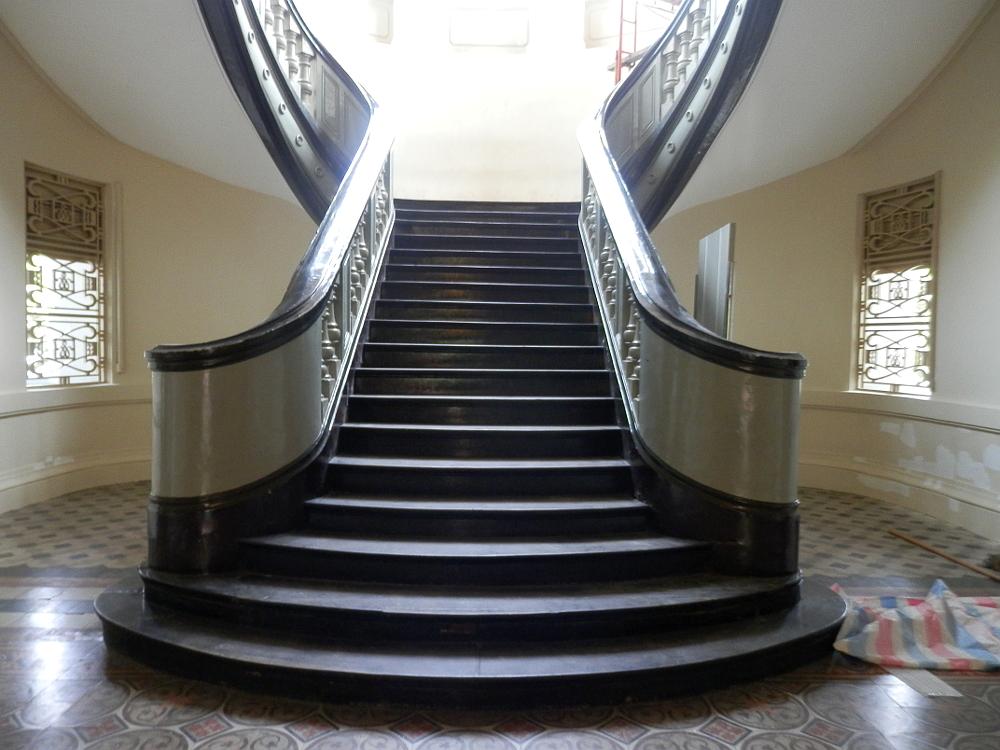 ホーチミン市博物館 階段