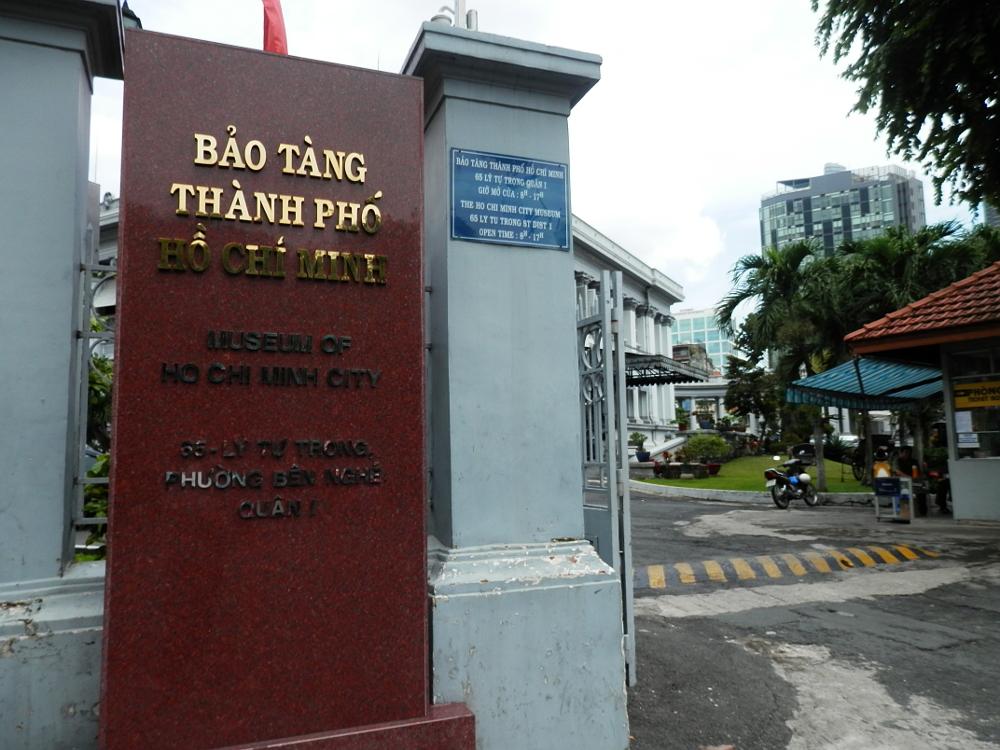 ベトナム ホーチミン市博物館の門