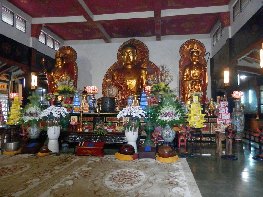 永厳寺の3体の黄金の仏像