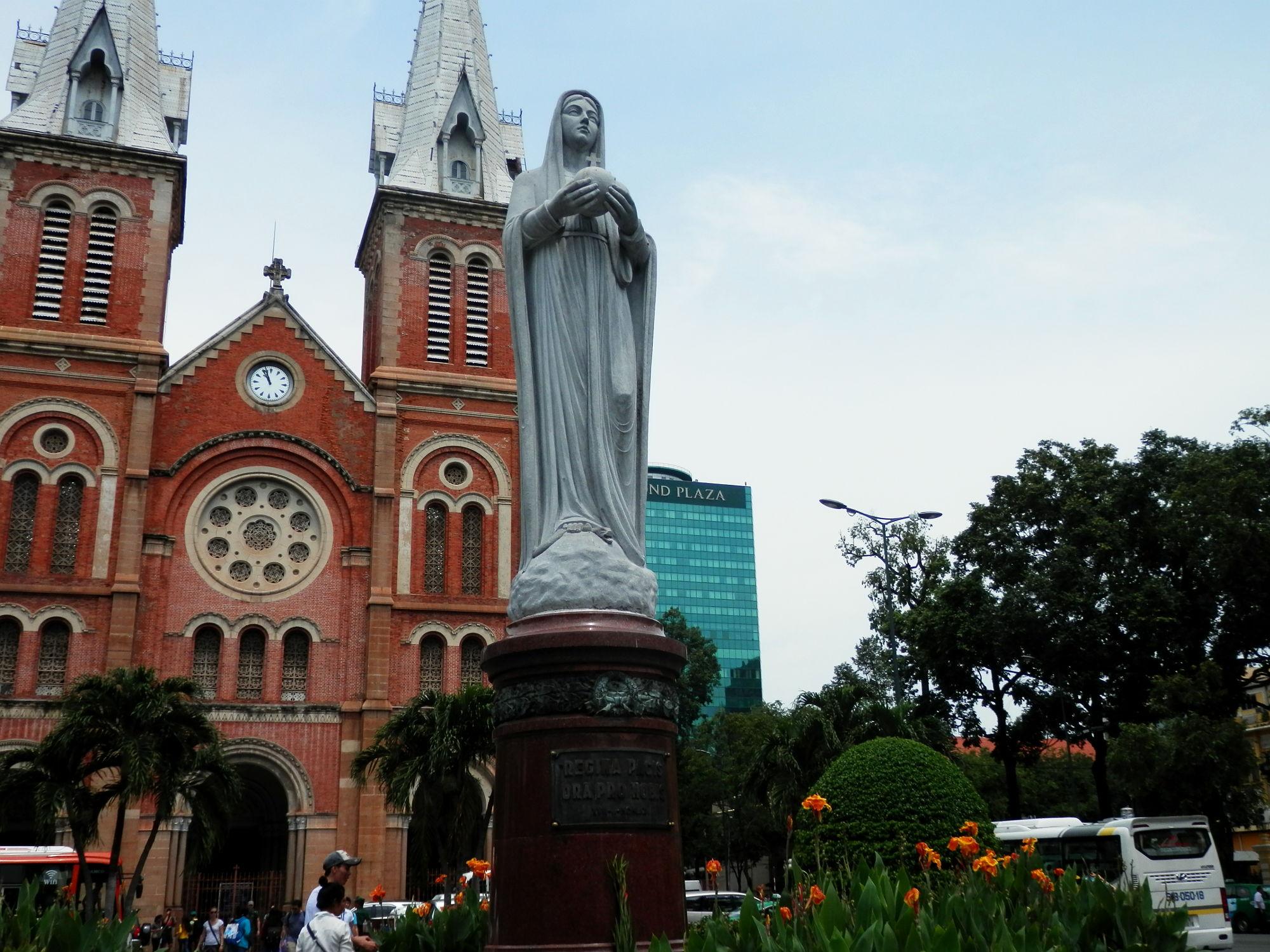 サイゴン大教会の聖母マリア