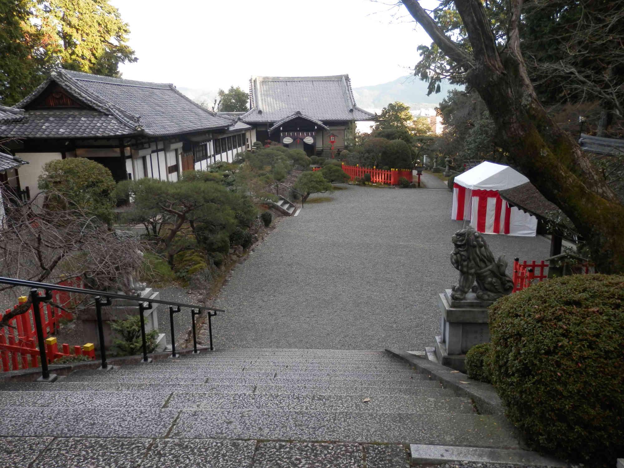 京都建勲神社 境内