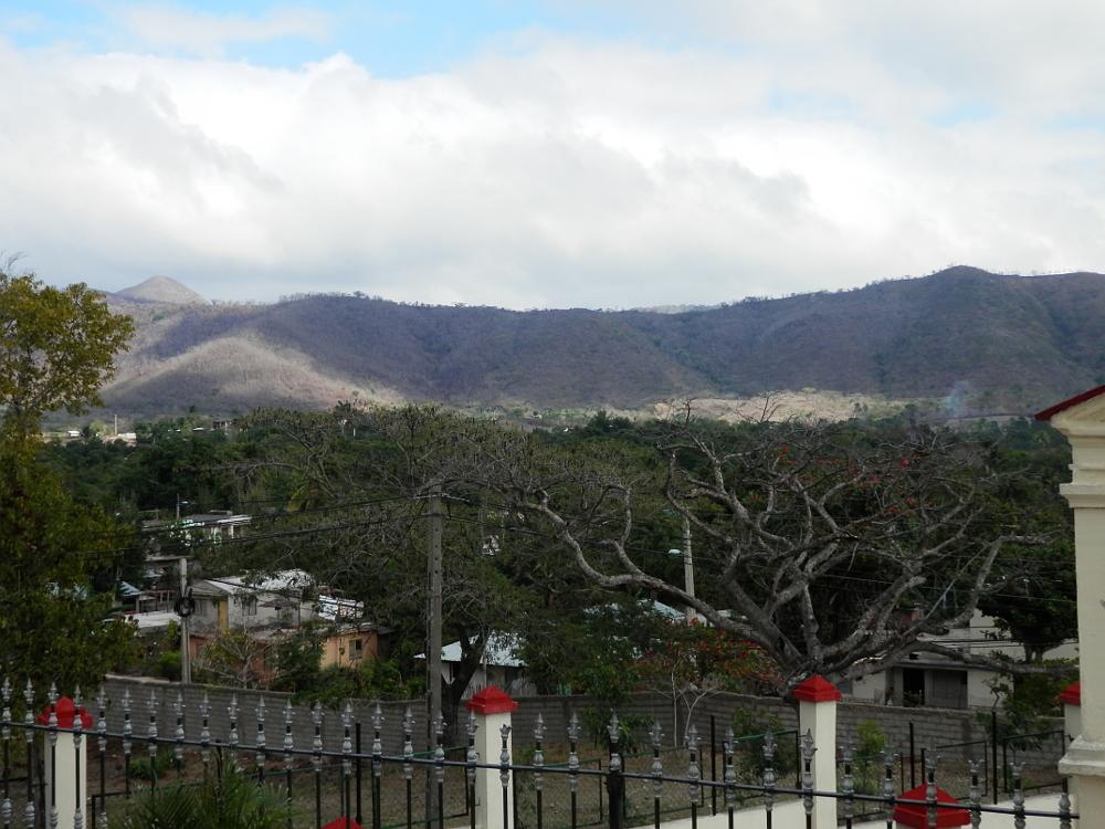 サンティアゴ・デ・クーバ コブレ教会 周辺