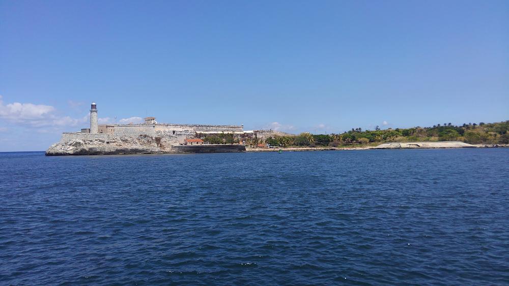 ハバナ旧市街地からみたモロ要塞