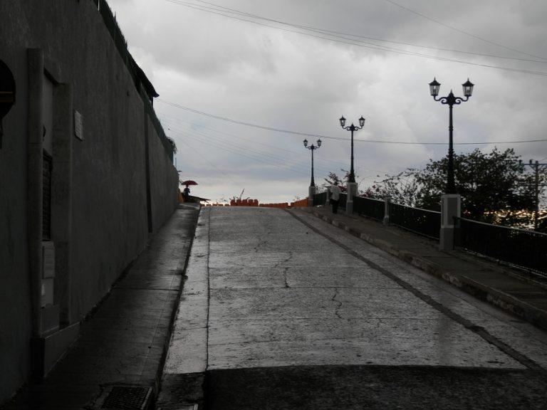 サンティアゴ・デ・クーバ 雨上がり
