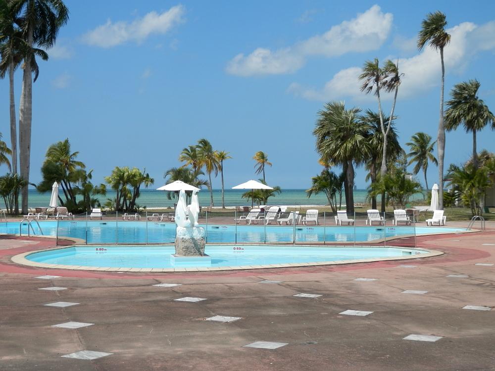 フベントゥド島 ホテル プール