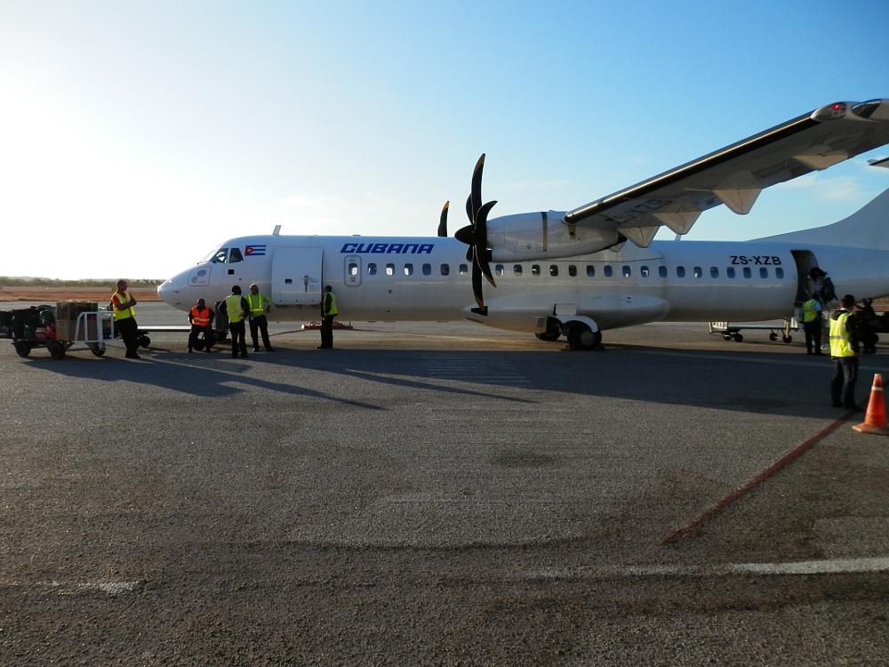 ヌエバ・ヘローナ(Nueva Gerona)空港 到着後の飛行機