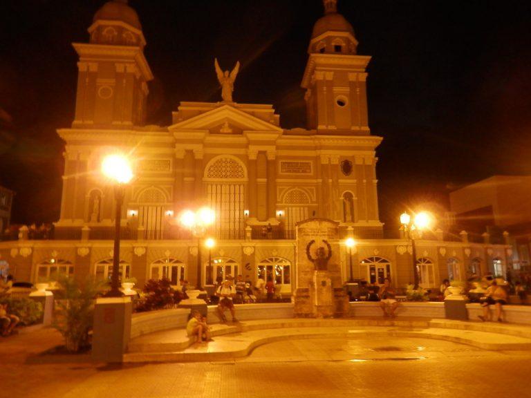 夜のセスペデス広場
