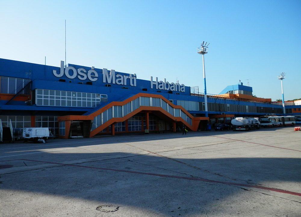 キューバ ハバナ 空港に到着