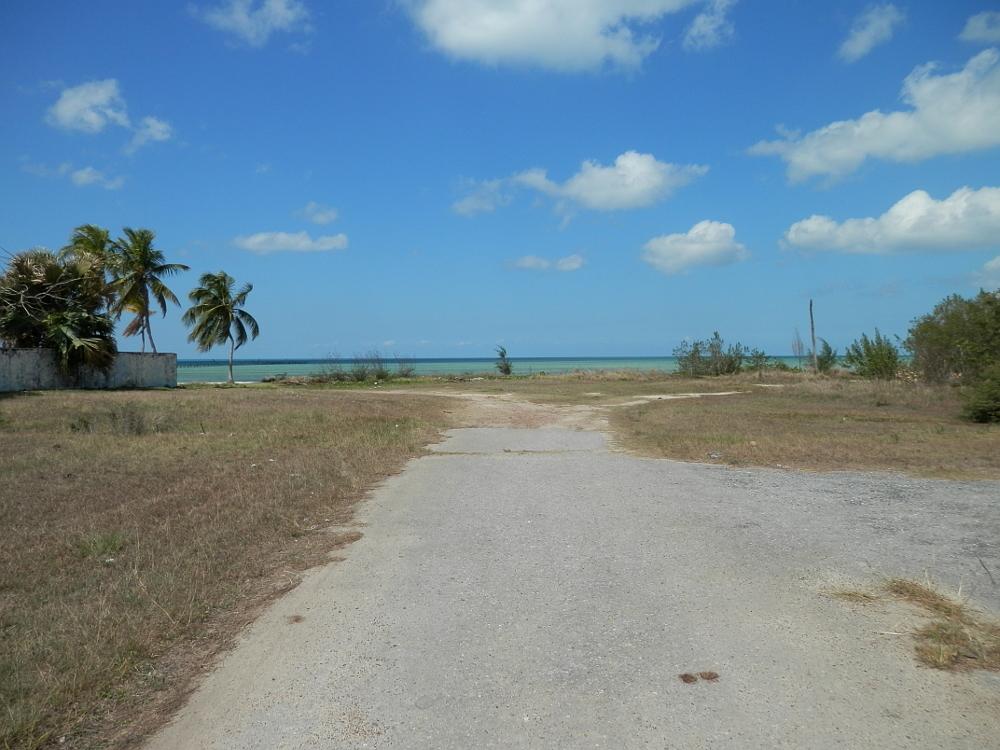 フベントゥド島の青い空