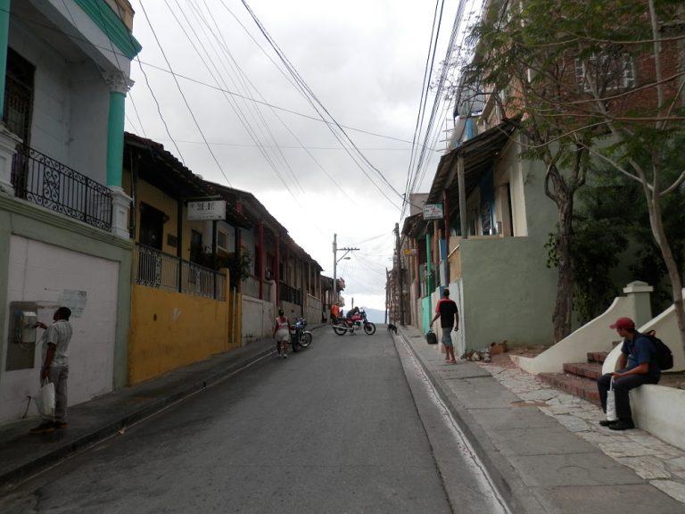 カーサの前の通り
