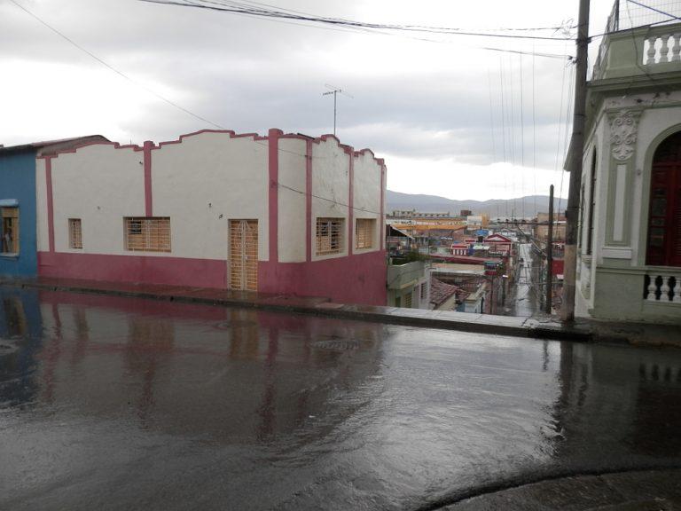 サンティアゴ・デ・クーバ 雨上がりの街並み02