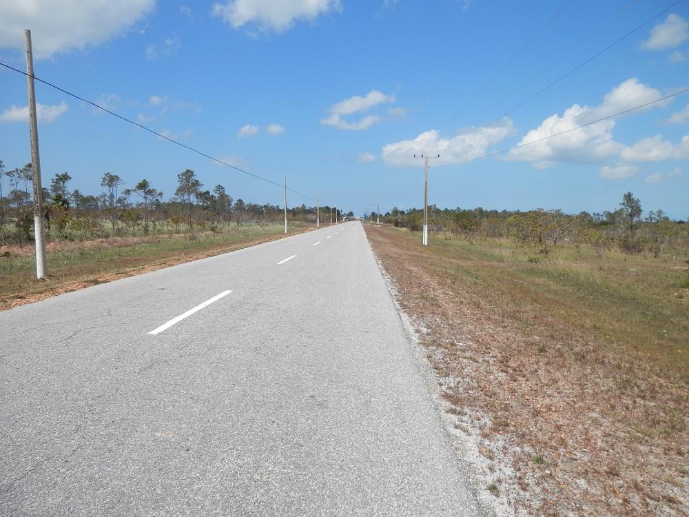 フベントゥド島の道