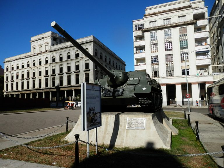 キューバハバナ 革命博物館前の戦車