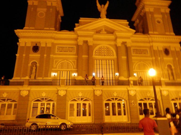 夜のアスンシオン聖堂