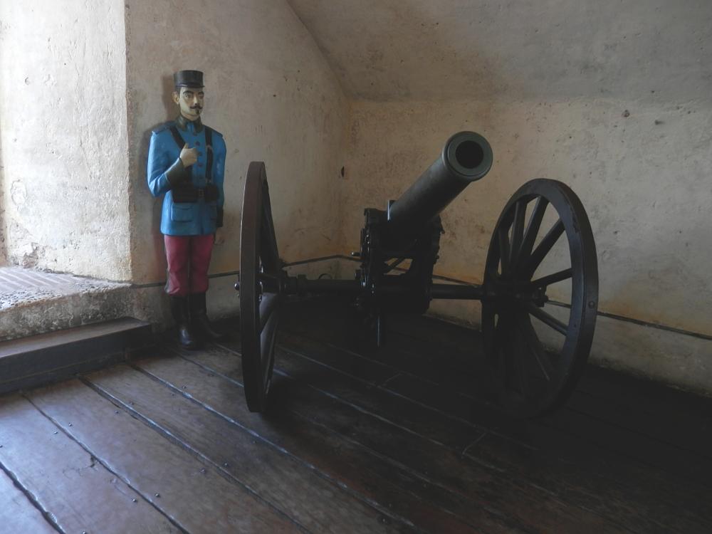 展示品の大砲