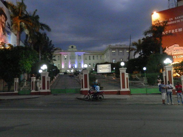 サンティアゴ・デ・クーバ 夜の街03