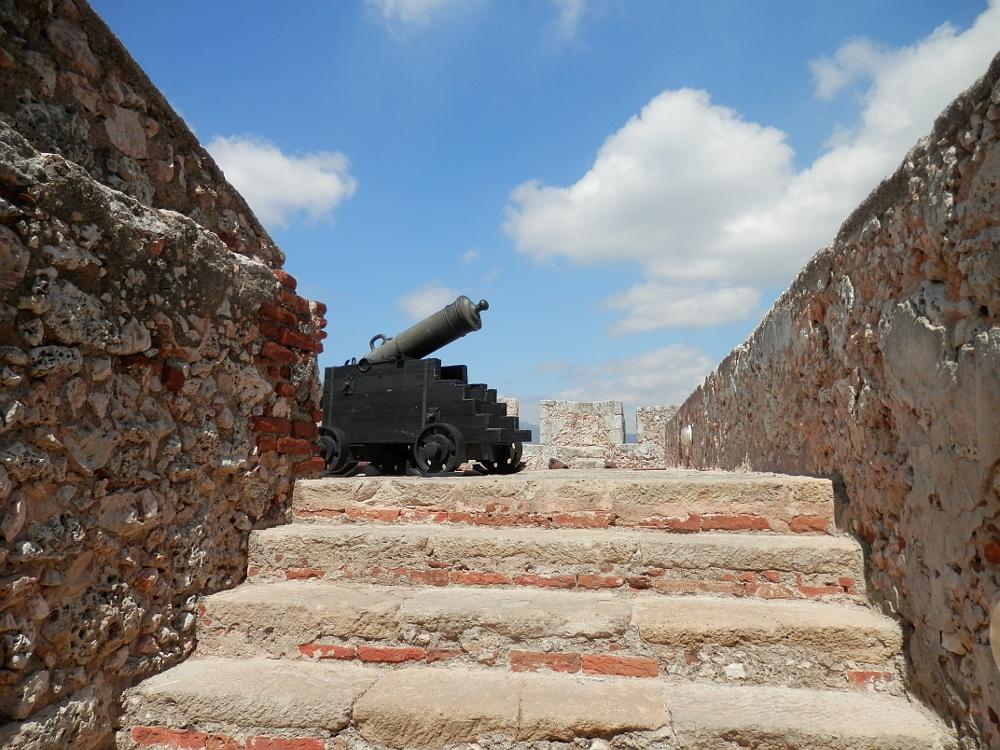 階段上の大砲