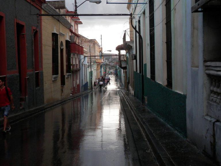 サンティアゴ・デ・クーバ 雨上がりの街並み04