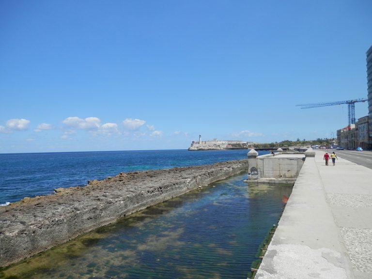 キューバハバナの海岸線