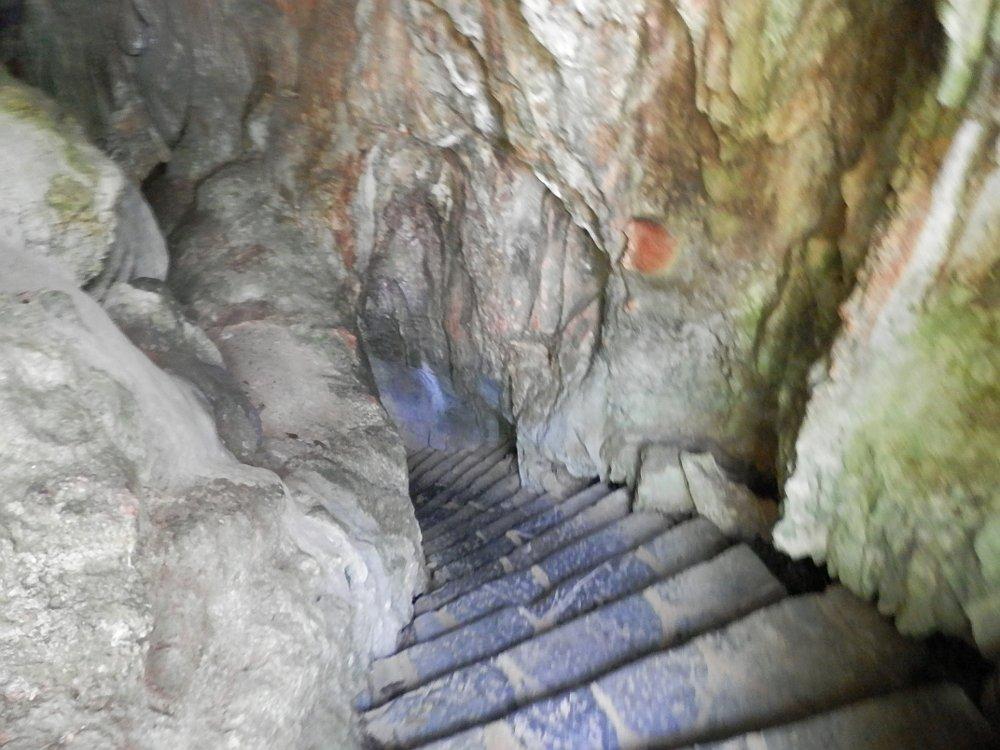 ビニャーレス渓谷 鍾乳洞