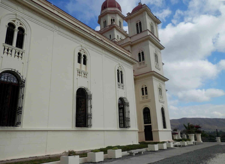 サンティアゴ・デ・クーバ コブレ教会 横から