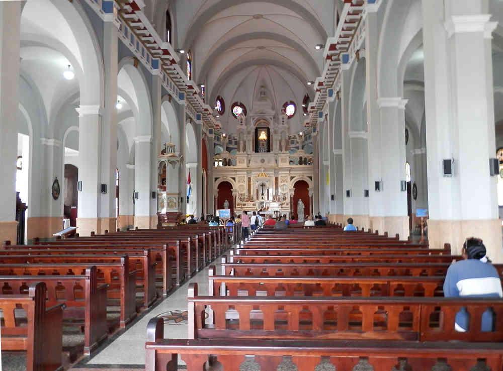 サンティアゴ・デ・クーバ コブレ教会の中