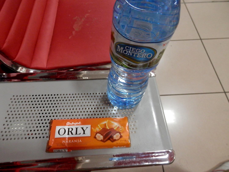 チョコレートと水を購入