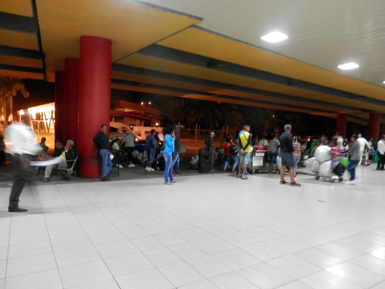 キューバ 到着 空港の外