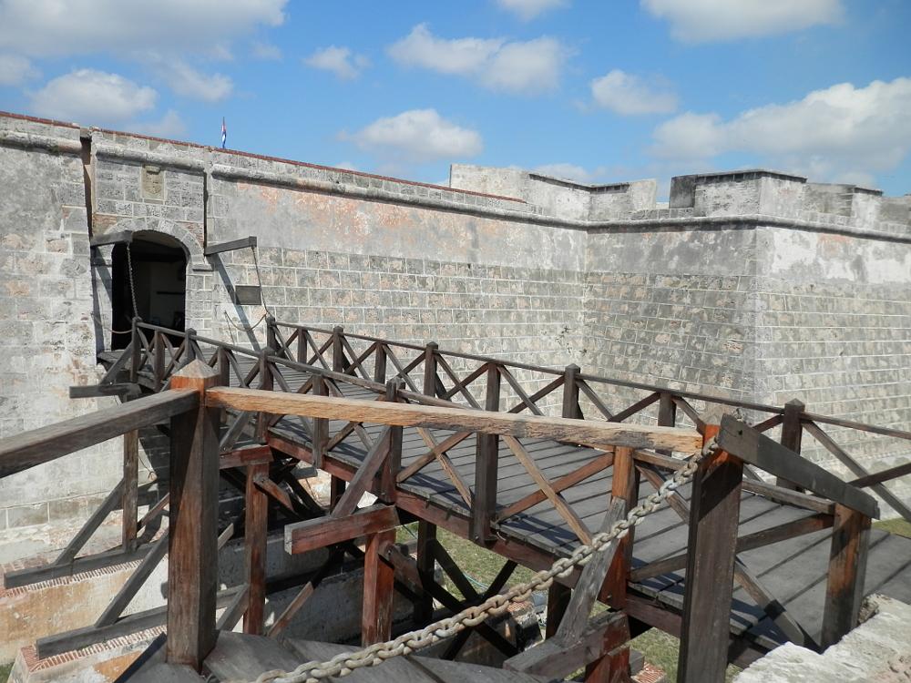 入り口の橋