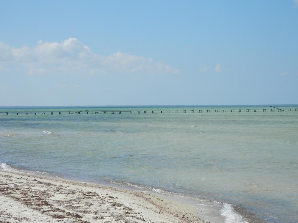 フベントゥド島の青い海