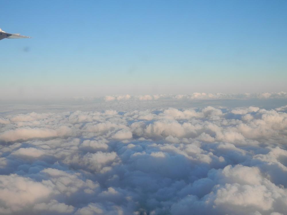キューバ 空からの写真 雲の上