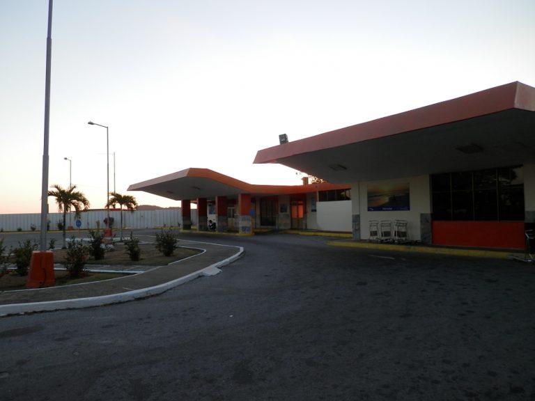 フベントゥド島(青年の島) ヌエバヘロナ空港