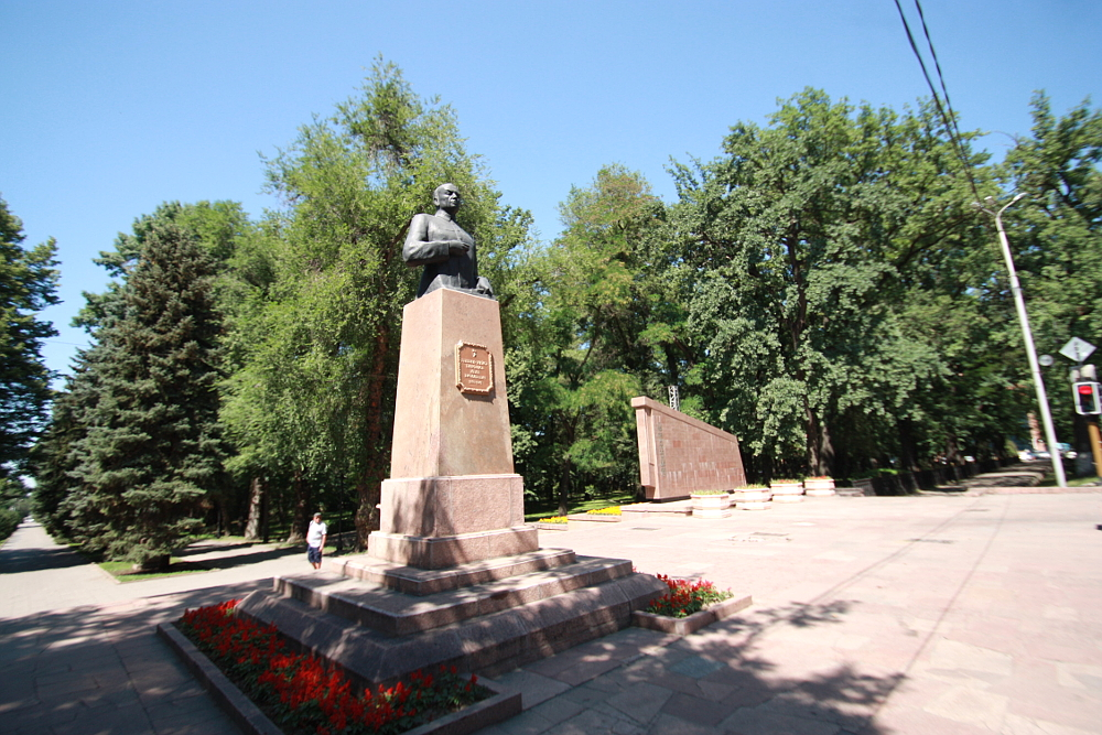 28人のパンフィロフ戦士公園 モニュメント