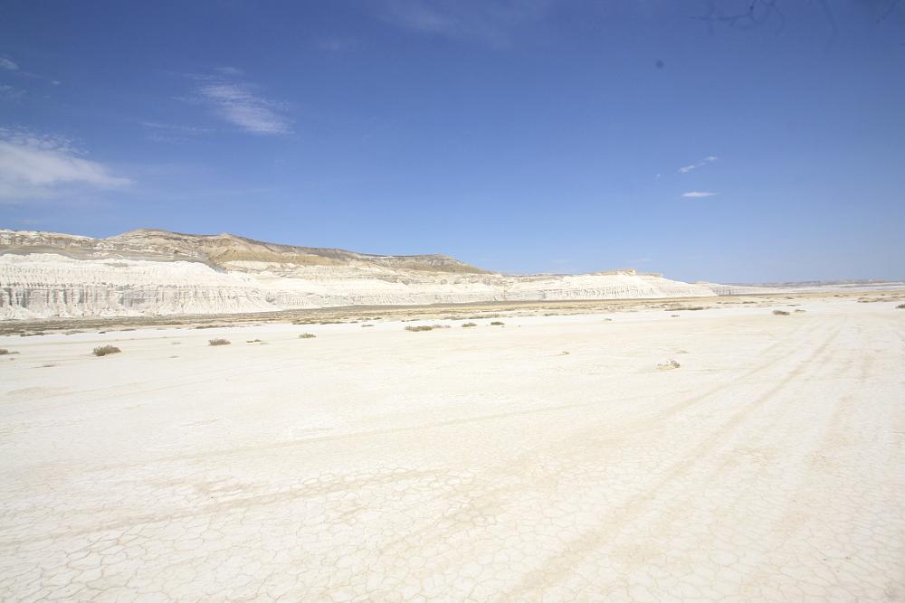 トゥズバイル塩湖