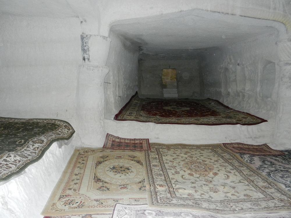 シャクパク アタ アンダーグラウンド モスク 中