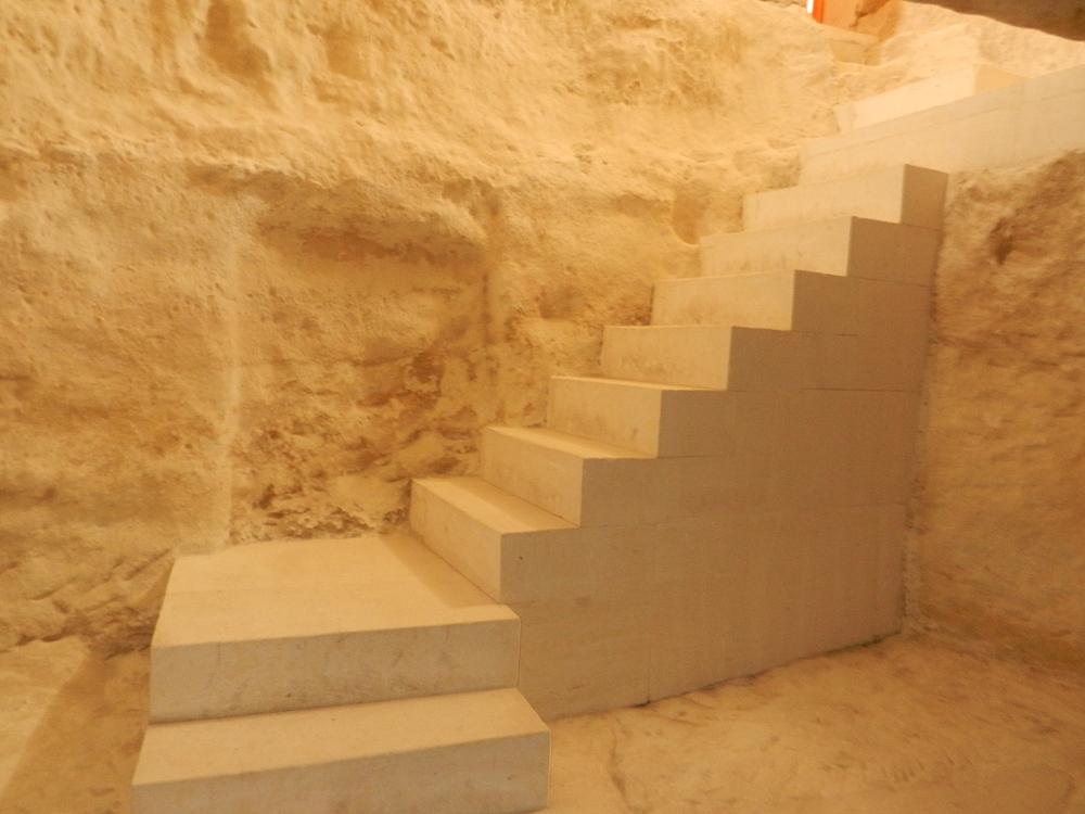 シャクパク アタ アンダーグラウンド モスク 階段