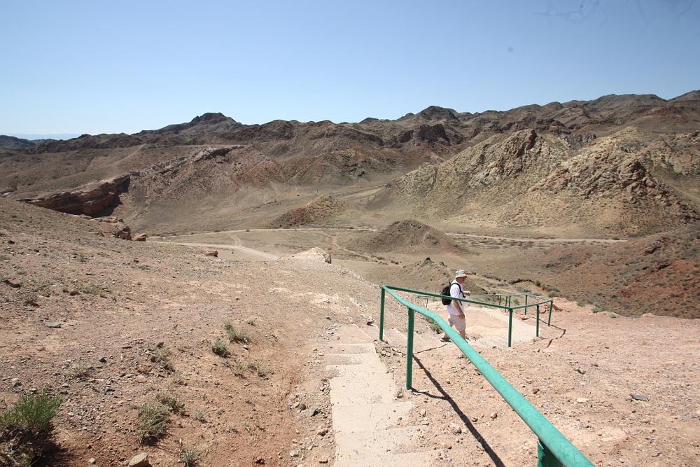 トレッキングコースへの階段