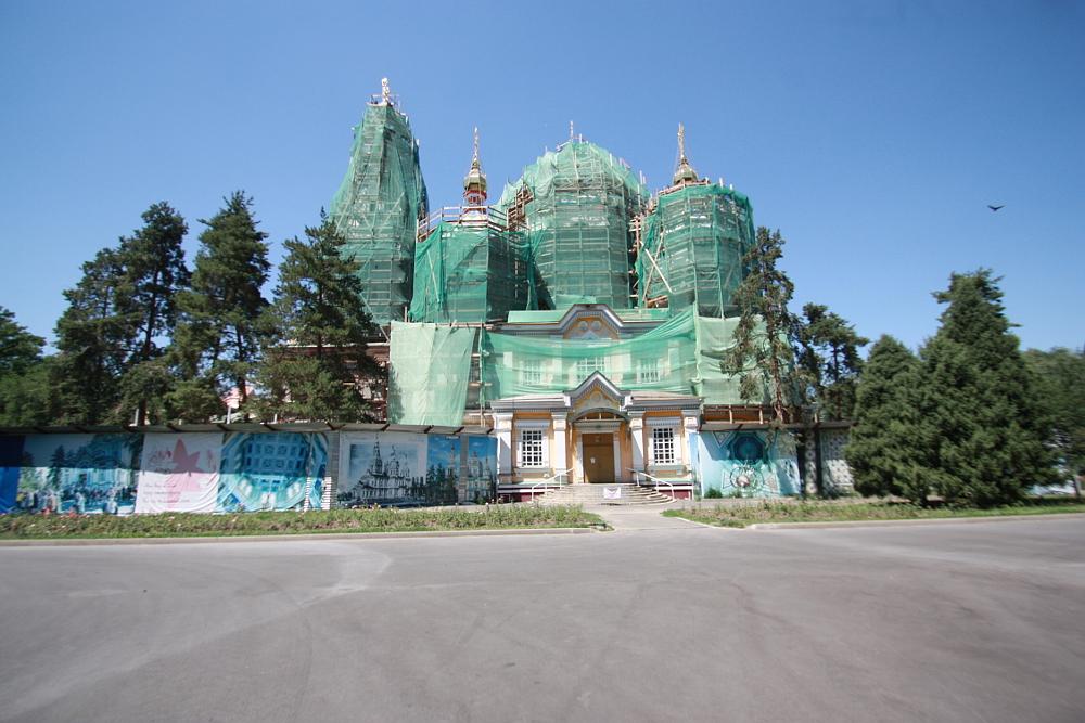 アルマトイ ゼンコフ教会