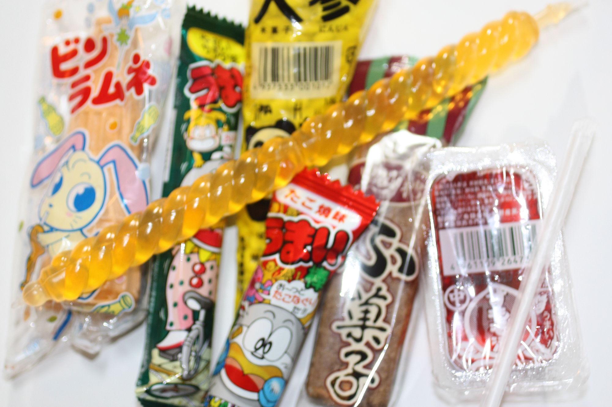 駄菓子屋「上川口屋」で買った駄菓子