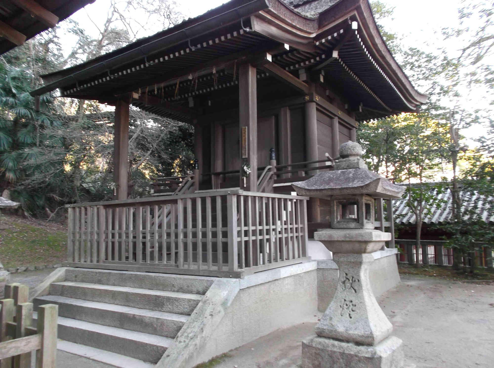 摂社「高良神社」