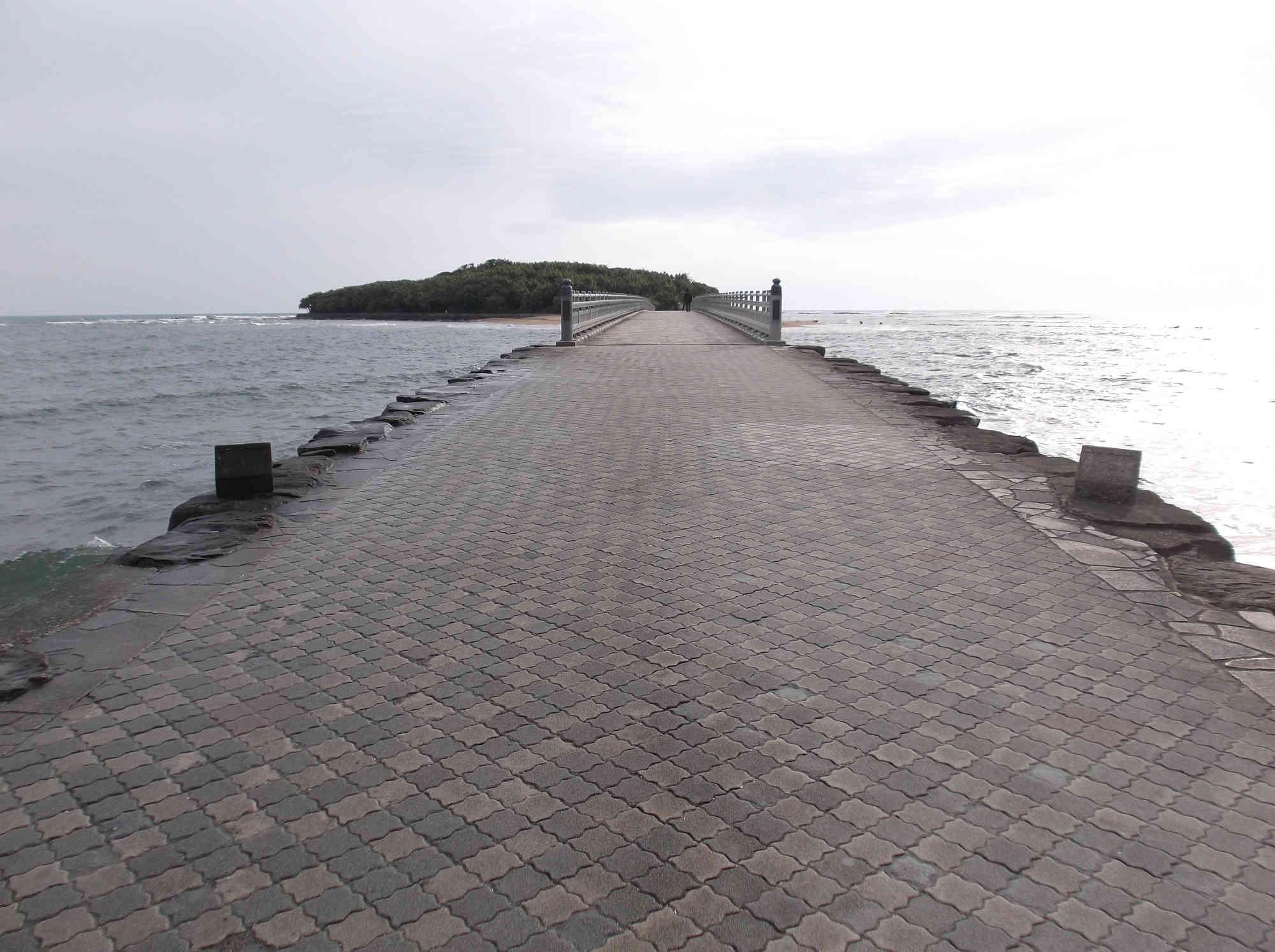 青島へ続く橋(弥生橋)