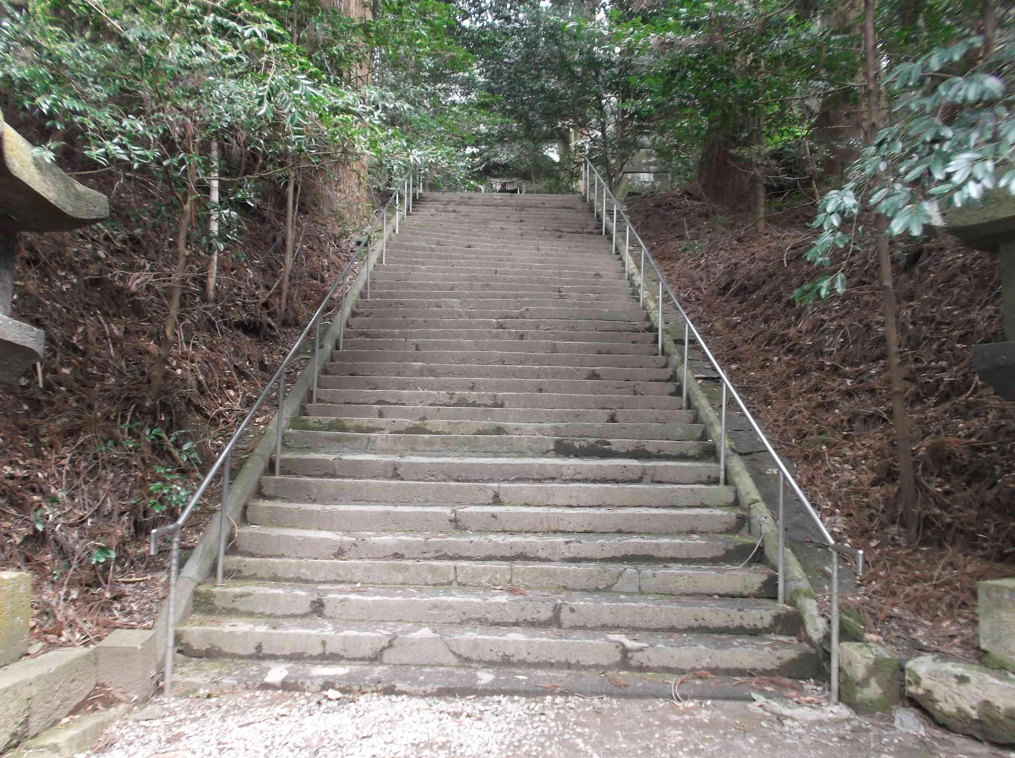 槵触神社 拝殿前の階段