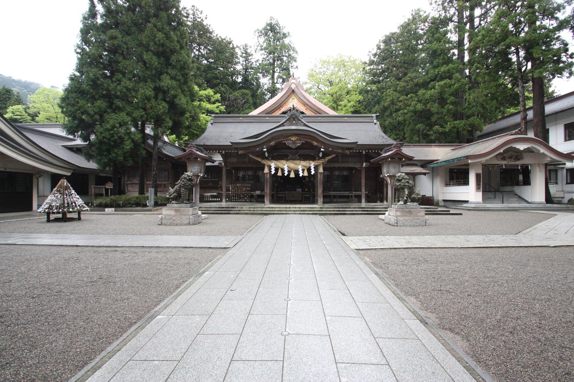 白山比咩神社の本殿(拝殿)