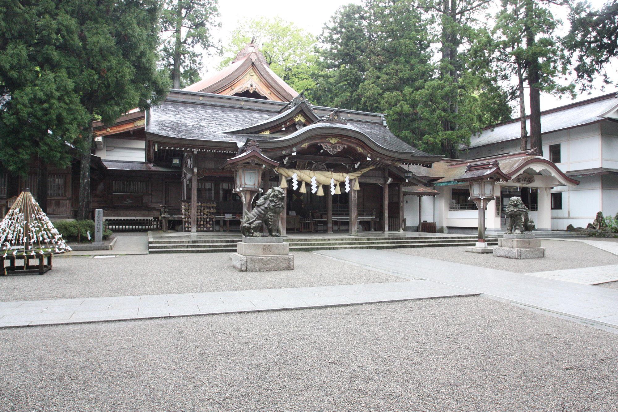 白山比咩神社の本殿(社殿)
